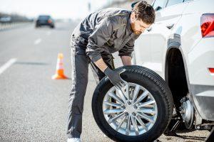 Das richtige Verhalten bei einer Reifenpanne